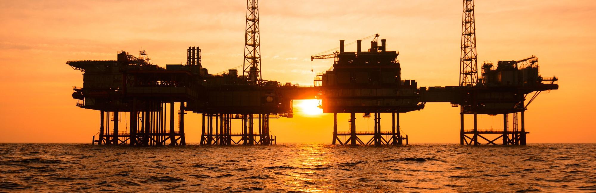 Mangueras para hidrocarburos en una gran variedad de usos, desde gasolineras, hasta grandes buques petroleros.