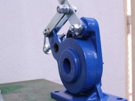 También disponemos de máquinas para realizar prensados manuales de latiguillos de baja presión.