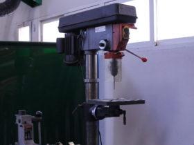 El taladro de columna es una maquina-herramienta esencial para la elaboración de varios de nuestros racores.