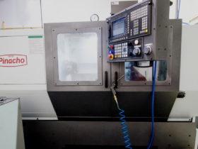 Disponemos de un torno CNC para la fabricación de gran variedad de racores y adaptaciones.