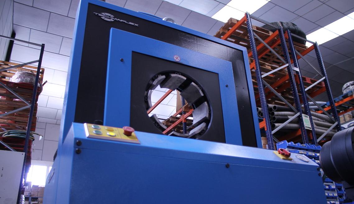 Somos la primera empresa en España en contar con una prensa de mangueras que alcanza las 10