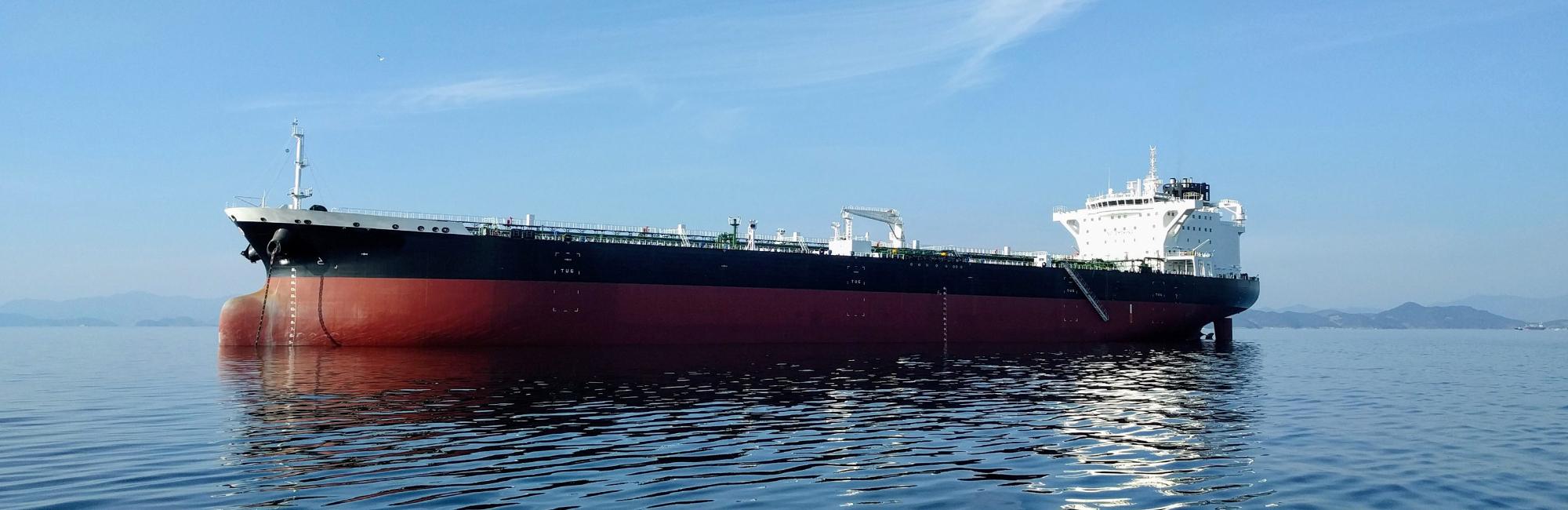 Desponemos de mangueras para carga y descarga de grandes buques